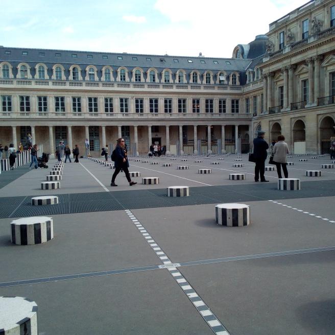 Les deux Plateaux ou Colonnes de Buren à Paris