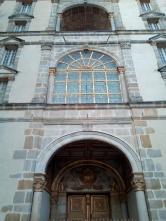 Vitrail au-dessus de la porte Dorée du Château de Fontainebleau
