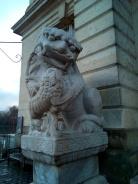 Statue de dragon devant le musée Chinois