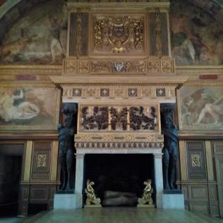 La Salle de bal, Château de Fontainebleau, l'estrade réservée aux souverains