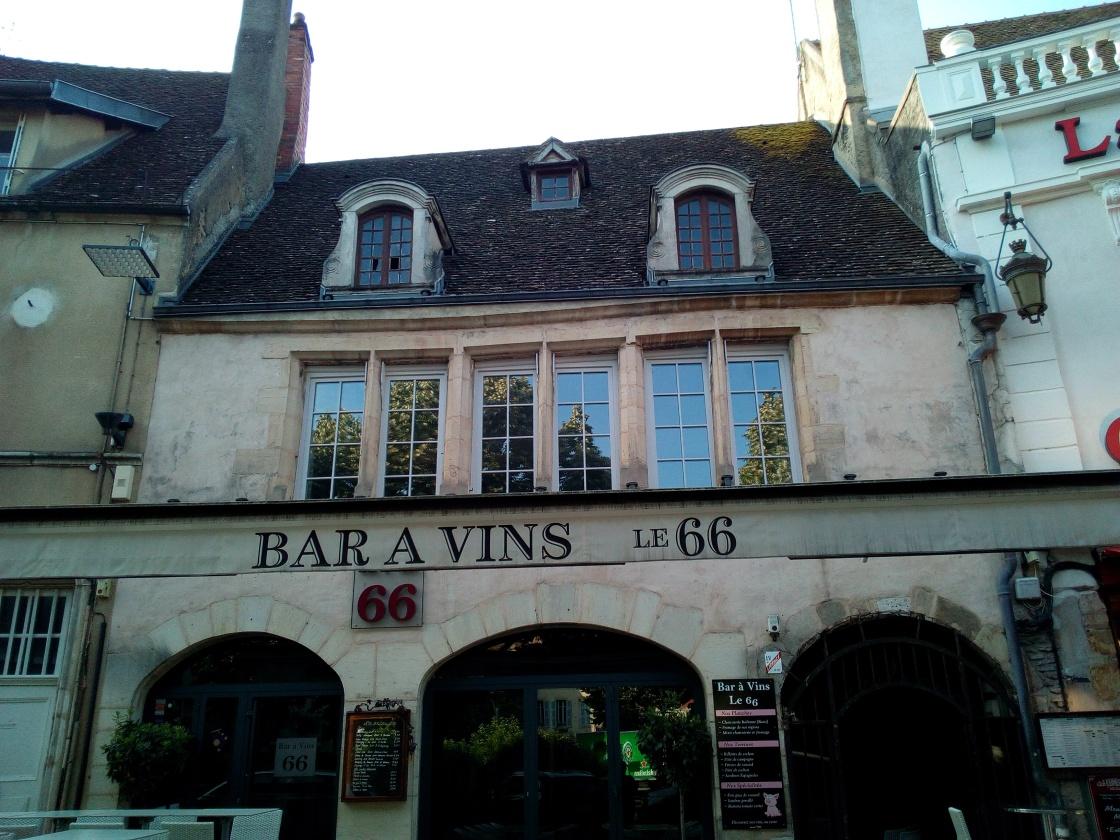 Le Bar 66 à Beaune