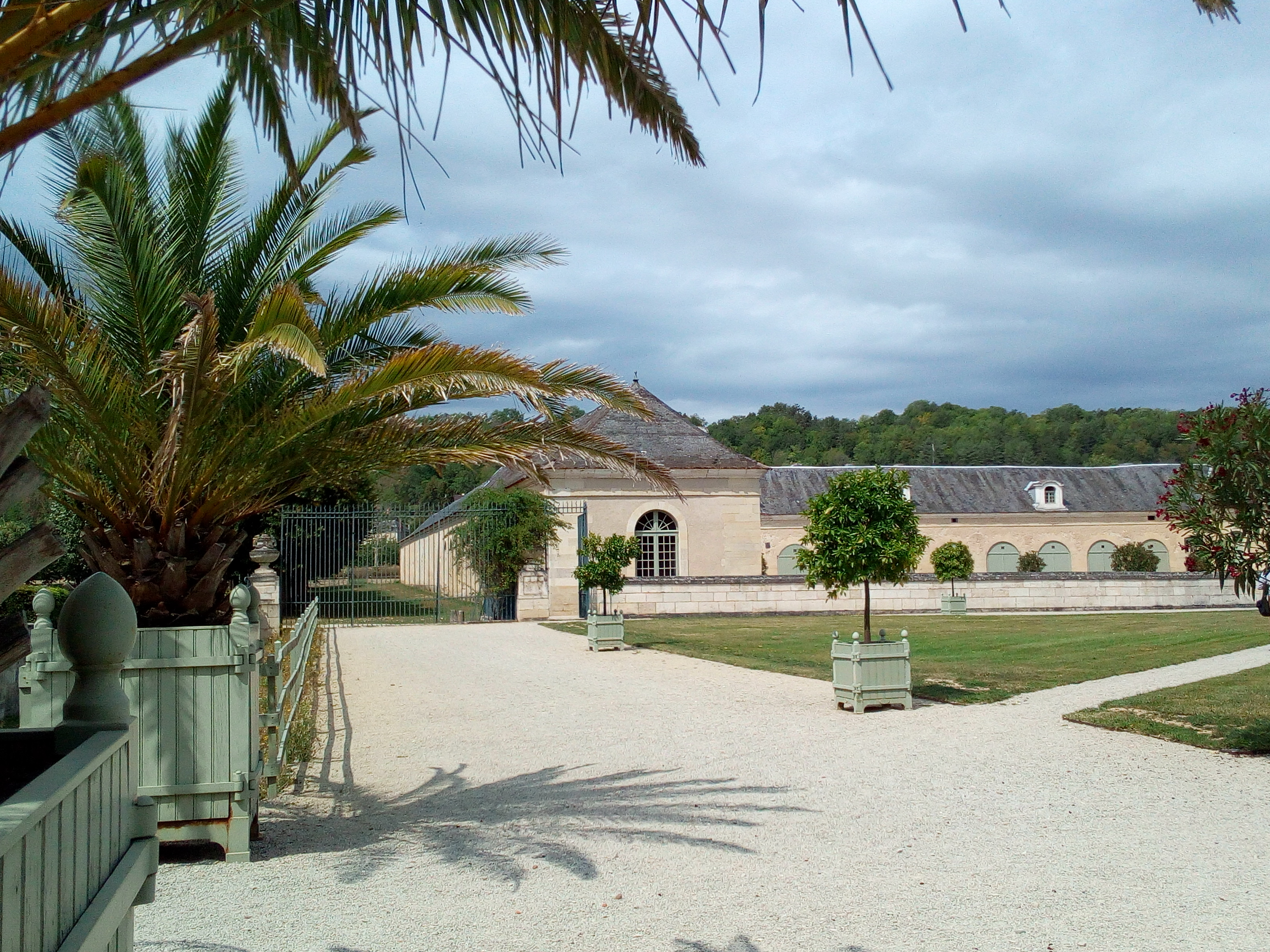 Château d'Ancy-le-Franc vue sur les écuries