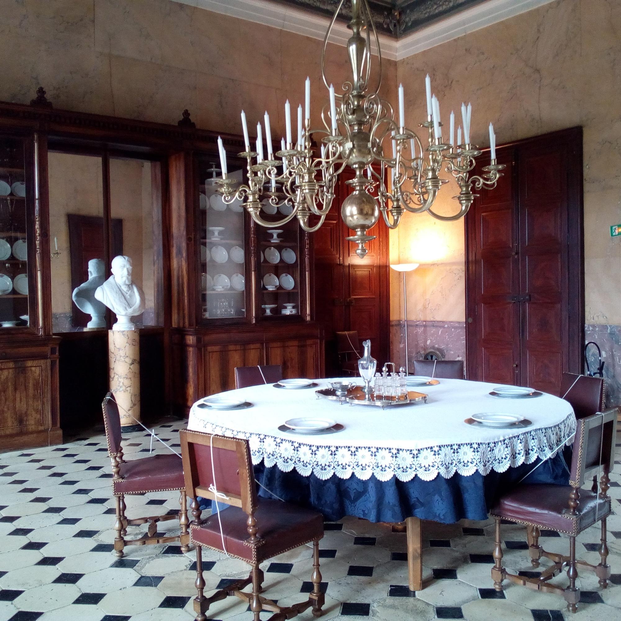 Château d'Ancy-le-Franc salle à manger, anti-chambre du Roi