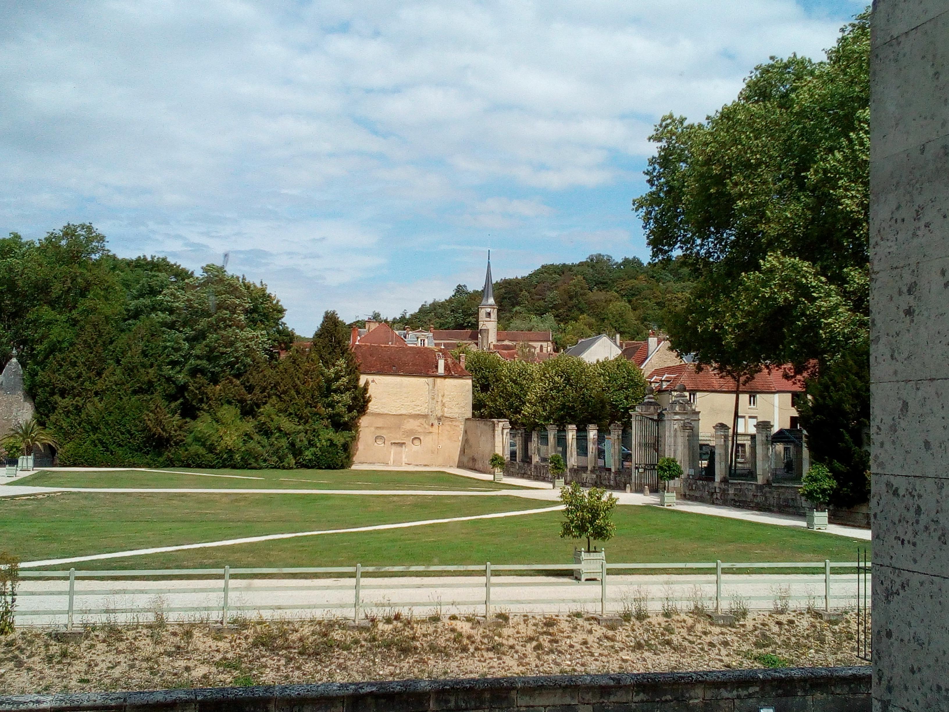 Château d'Ancy-le-Franc vue sur le village