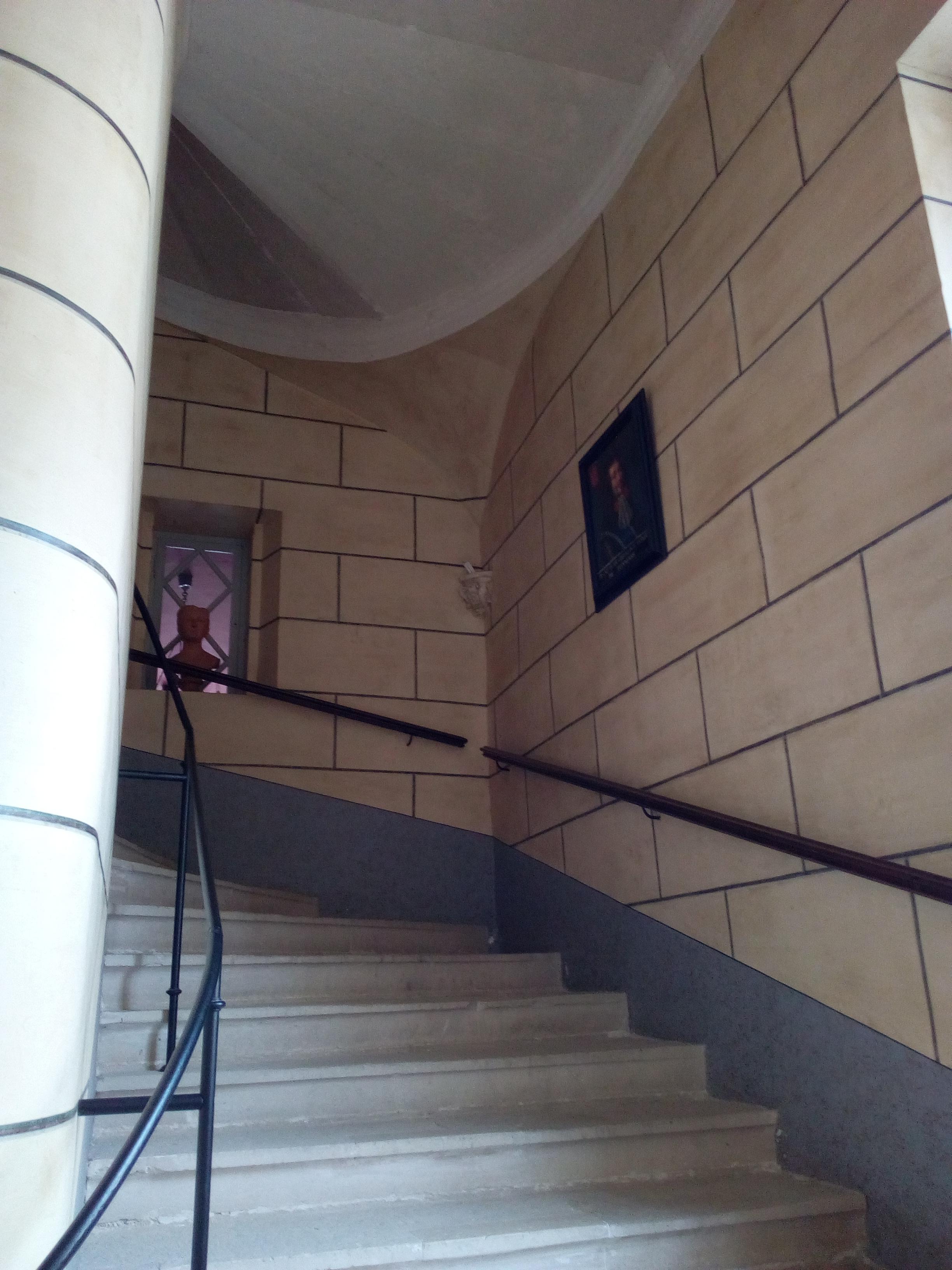 Château d'Ancy-le-Franc montée d'escalier depuis l'étage Noble