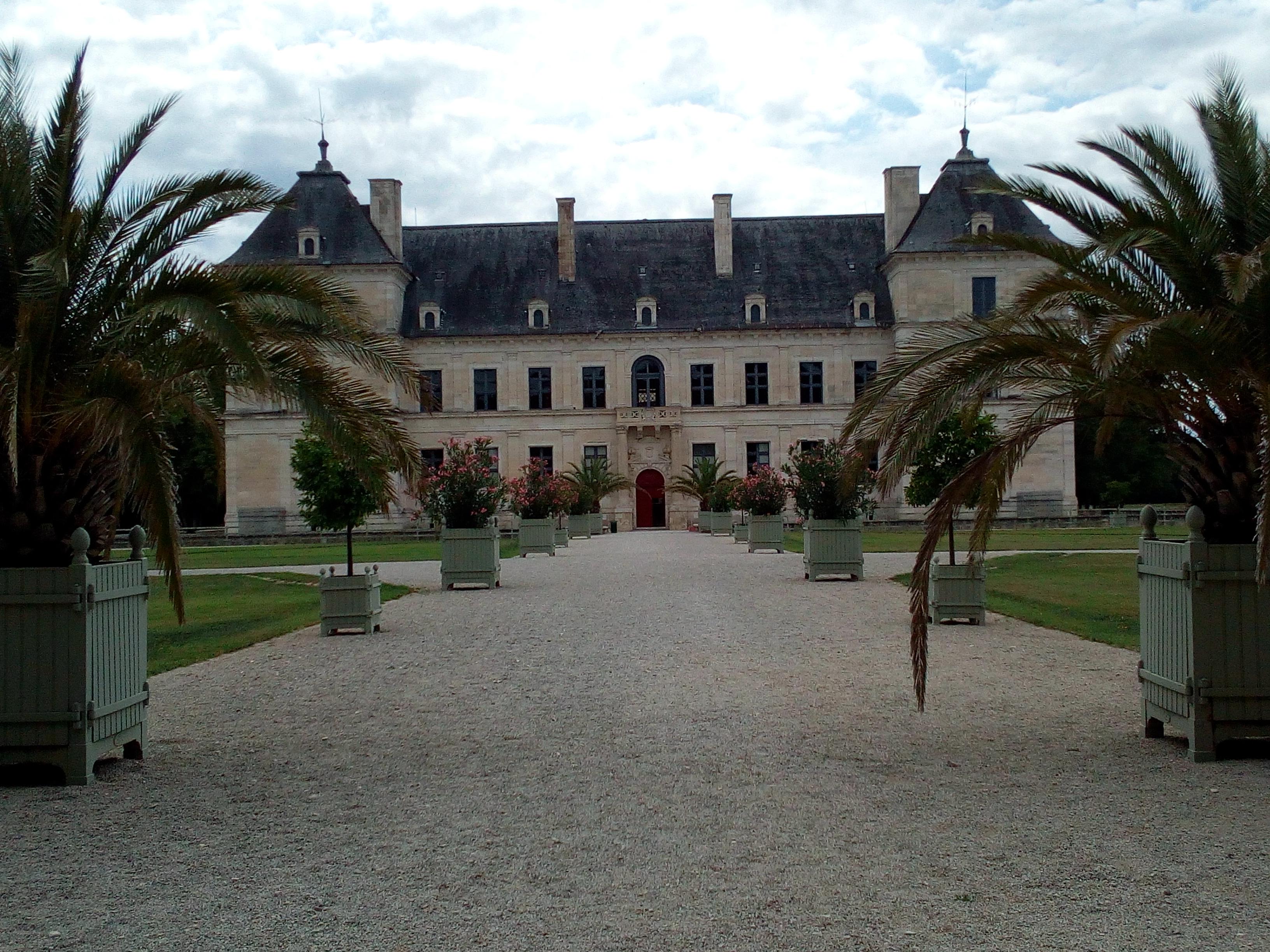 Château d'Ancy-le-Franc vue de l'entrée