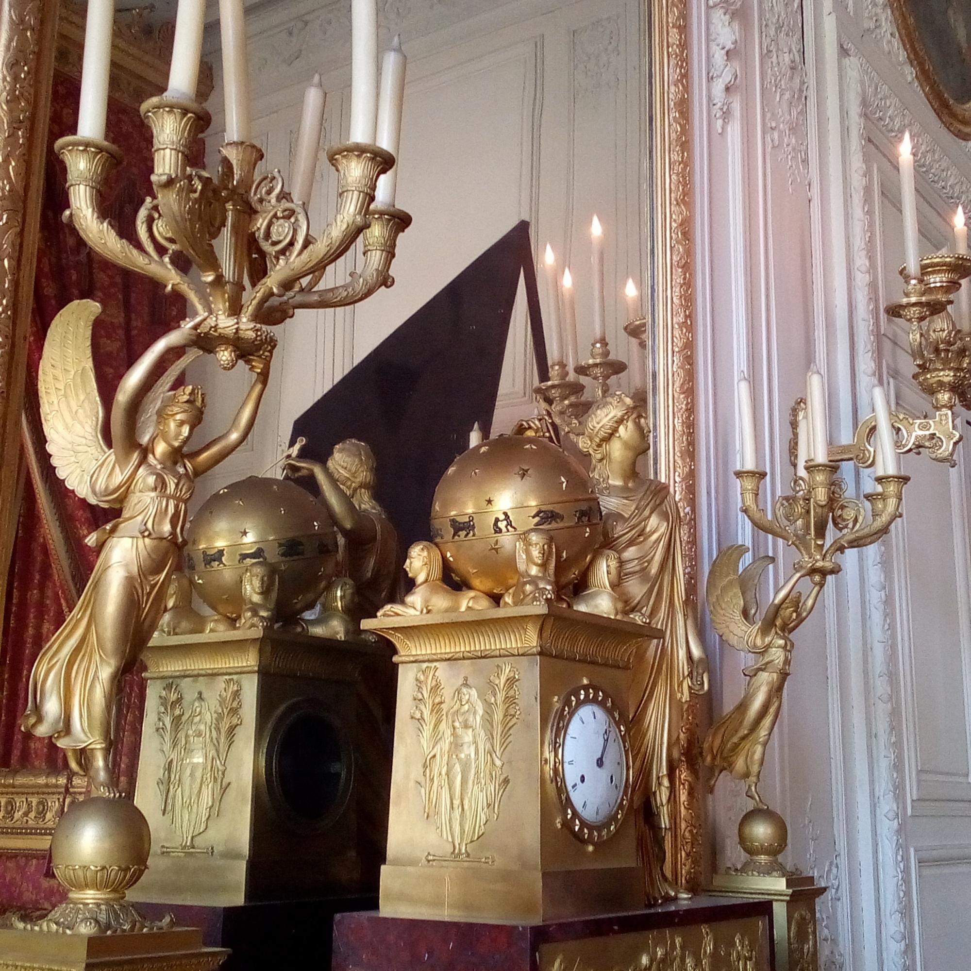 le Grand Trianon, chambre de la Reine des Belges pendule Napoléon de 1811