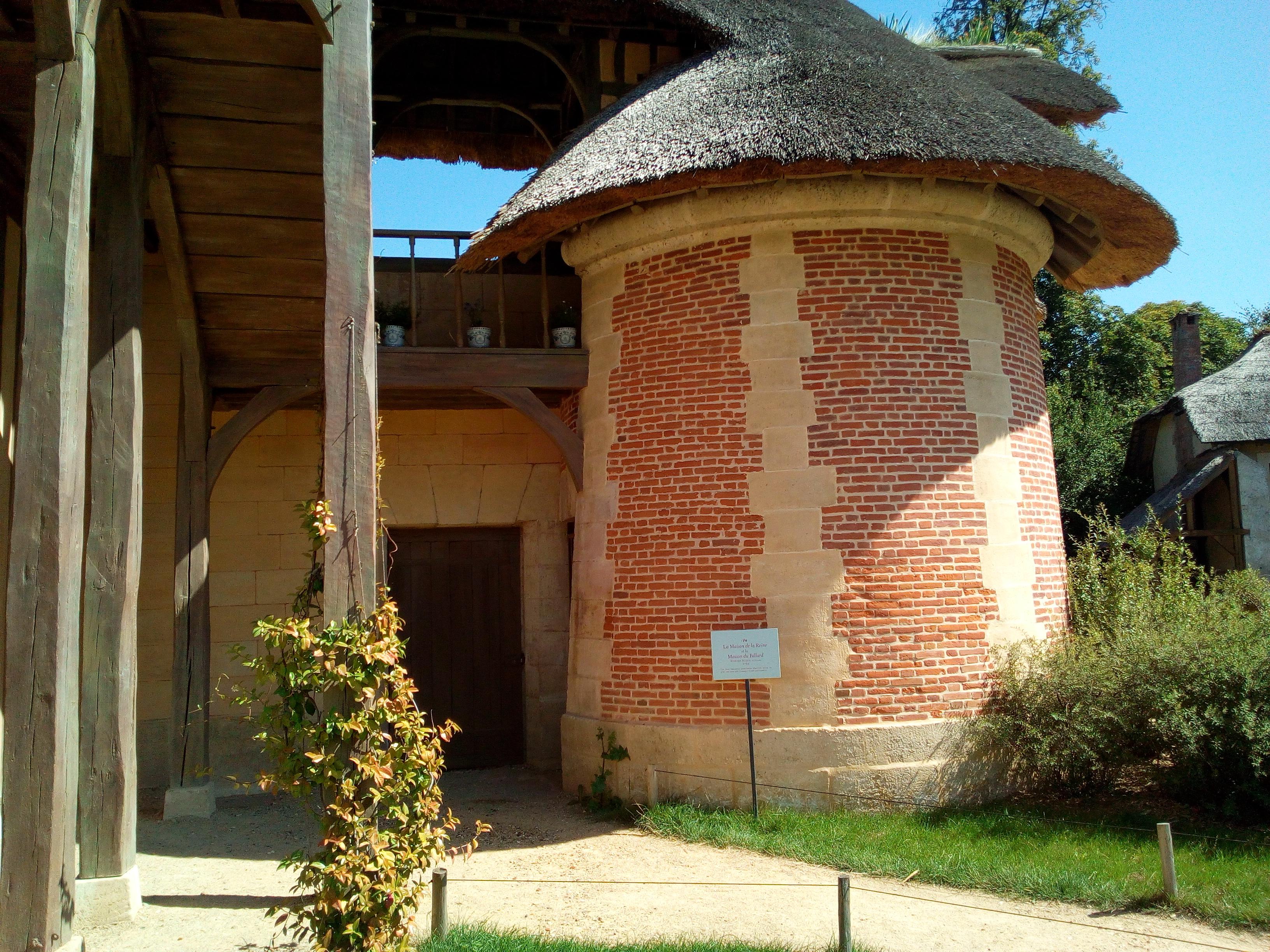 Le Hameau de la Reine Maison de la Reine et billard.