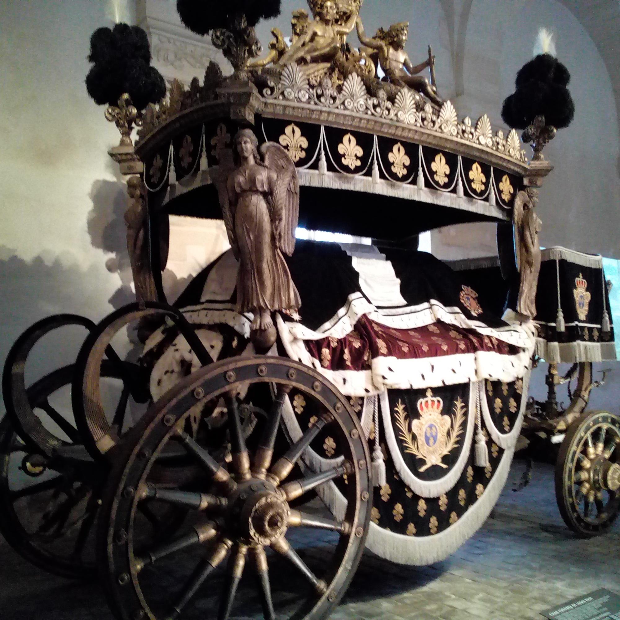 La Galerie des Carrosses du château de Versailles char funèbre de Louis XVIII