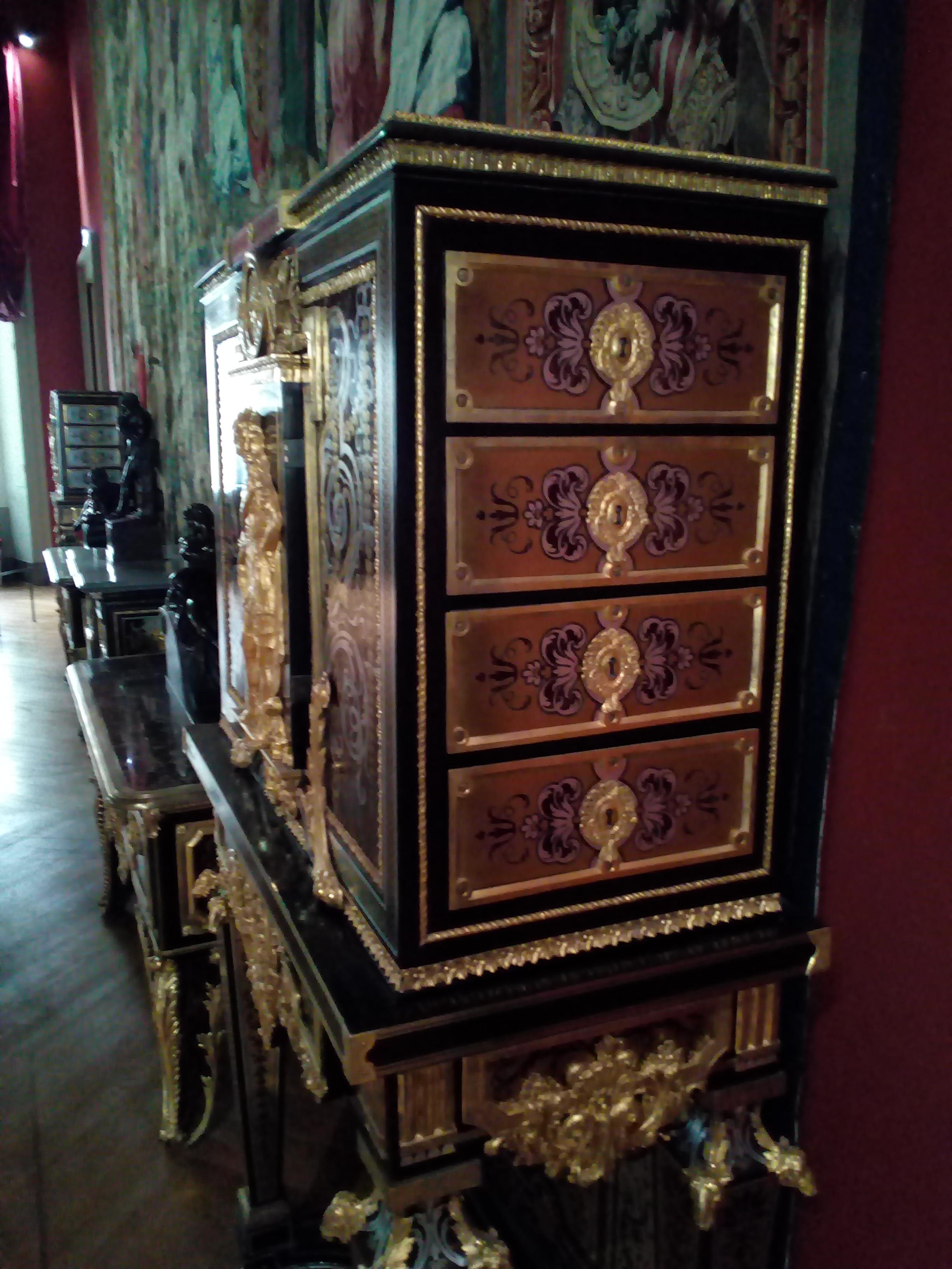 Cabinet sur piètement Louvre