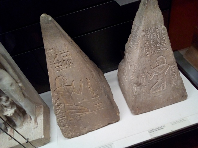 Pyramidions des tombeaux de Khâ, architecte, et d'Imenemheb vers 1400 av. J.-C. musée Charles X Louvre