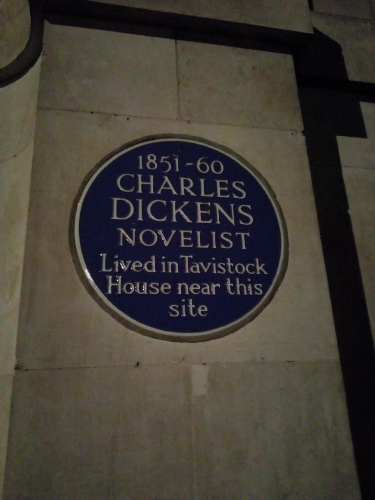 Plaque commémorative Charles Dickens à Londres