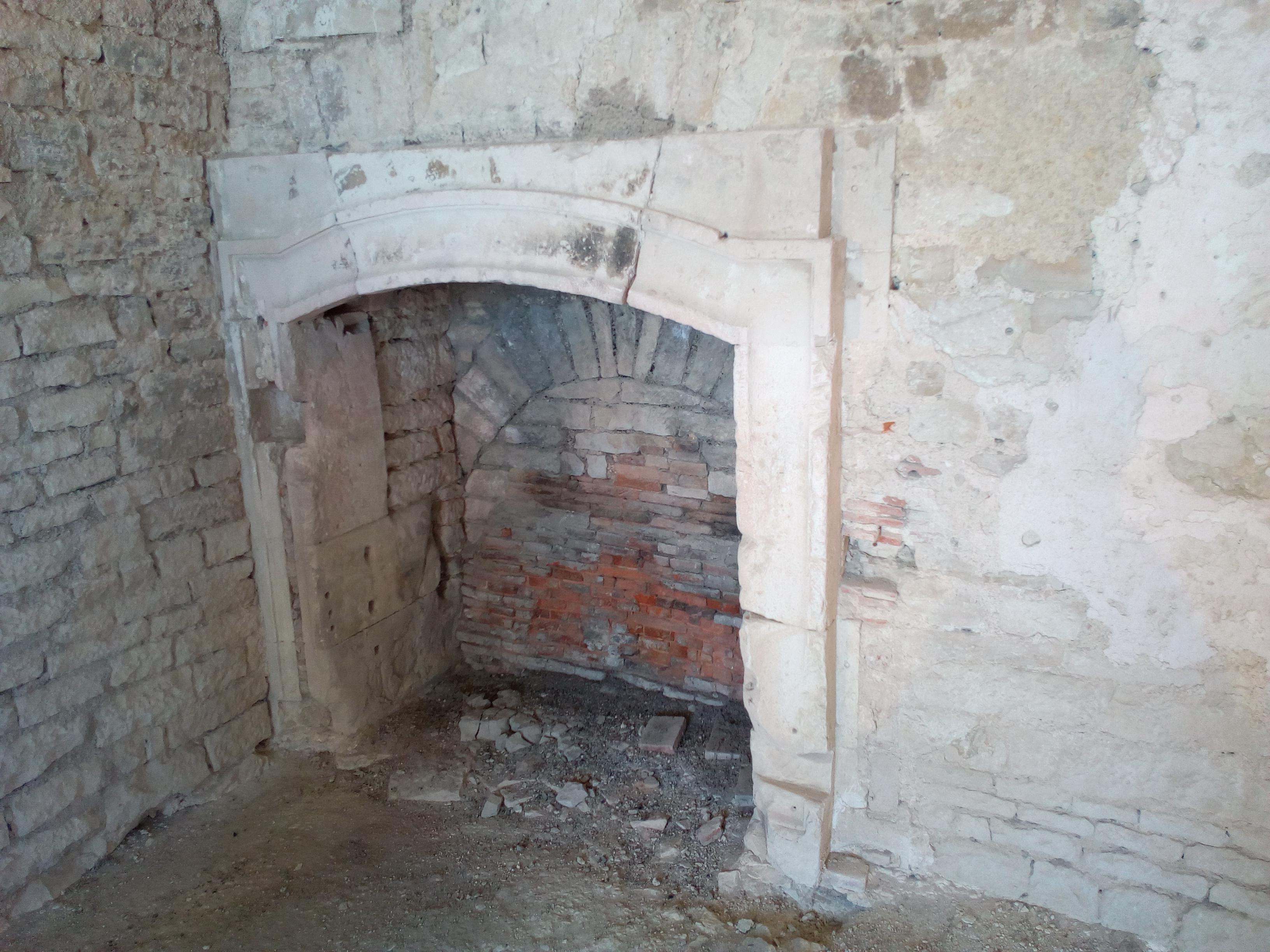 Cheminée du Château de Maulnes à Cruzy-le-Châtel (89)