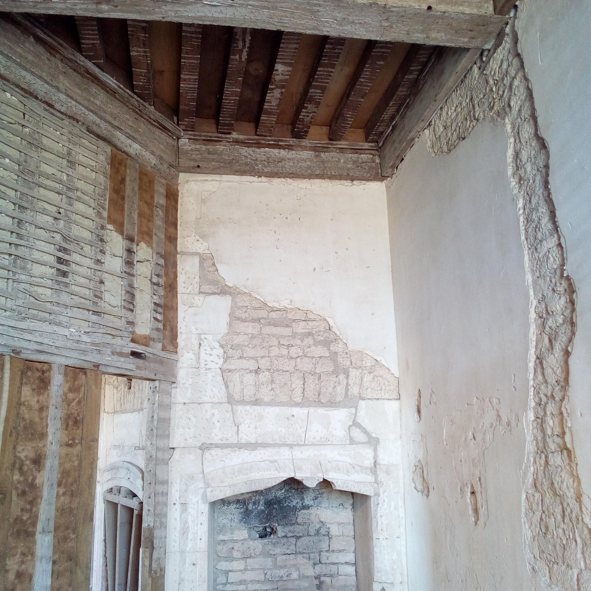 Le logis du Château de Maulnes à Cruzy-le-Châtel (89)