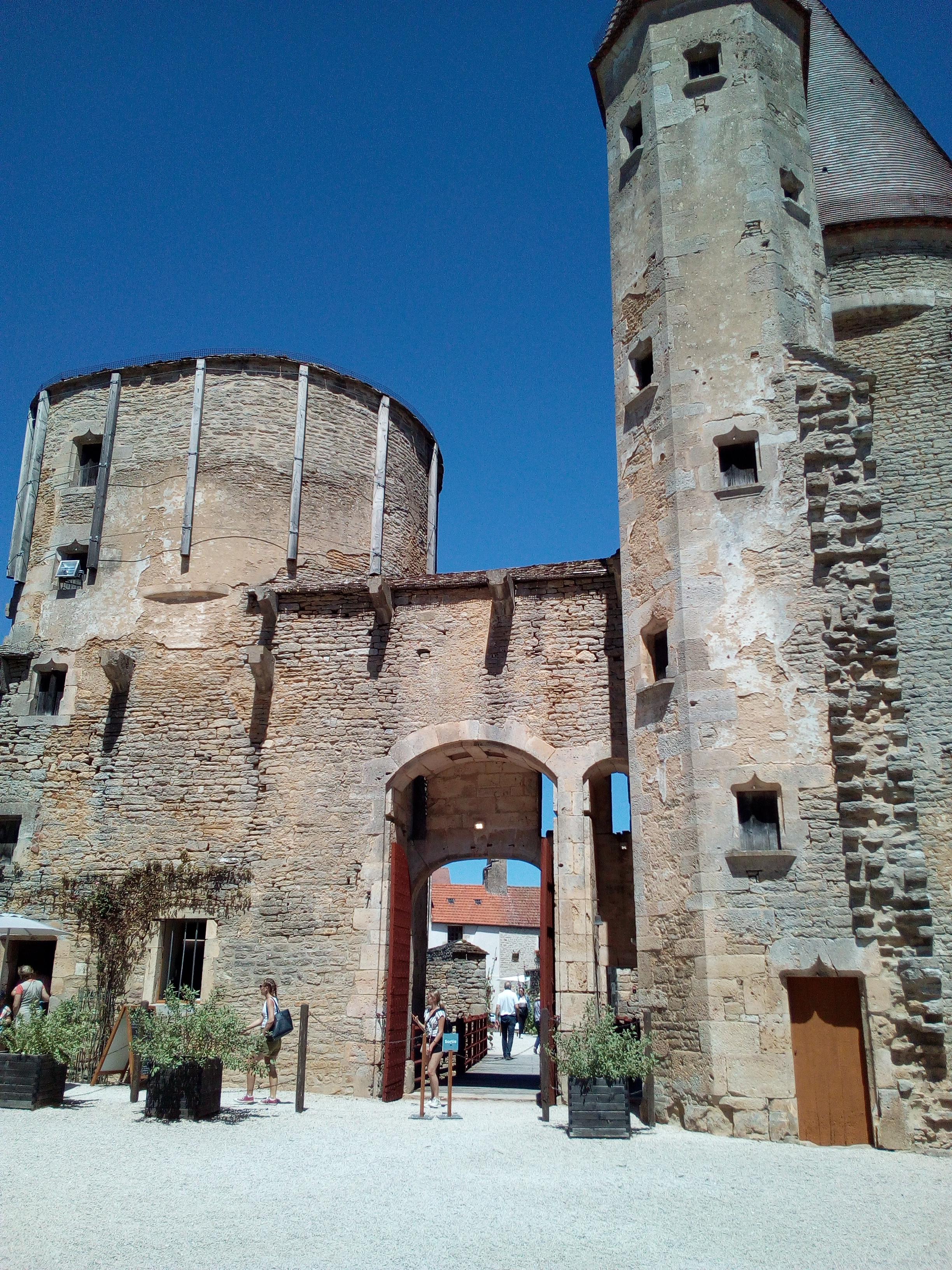 Le château de Châteauneuf-en-Auxois